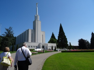 The Lees are amazing!  They took us to the temple this week.  Elder and Sister Lee are the best people EVER!